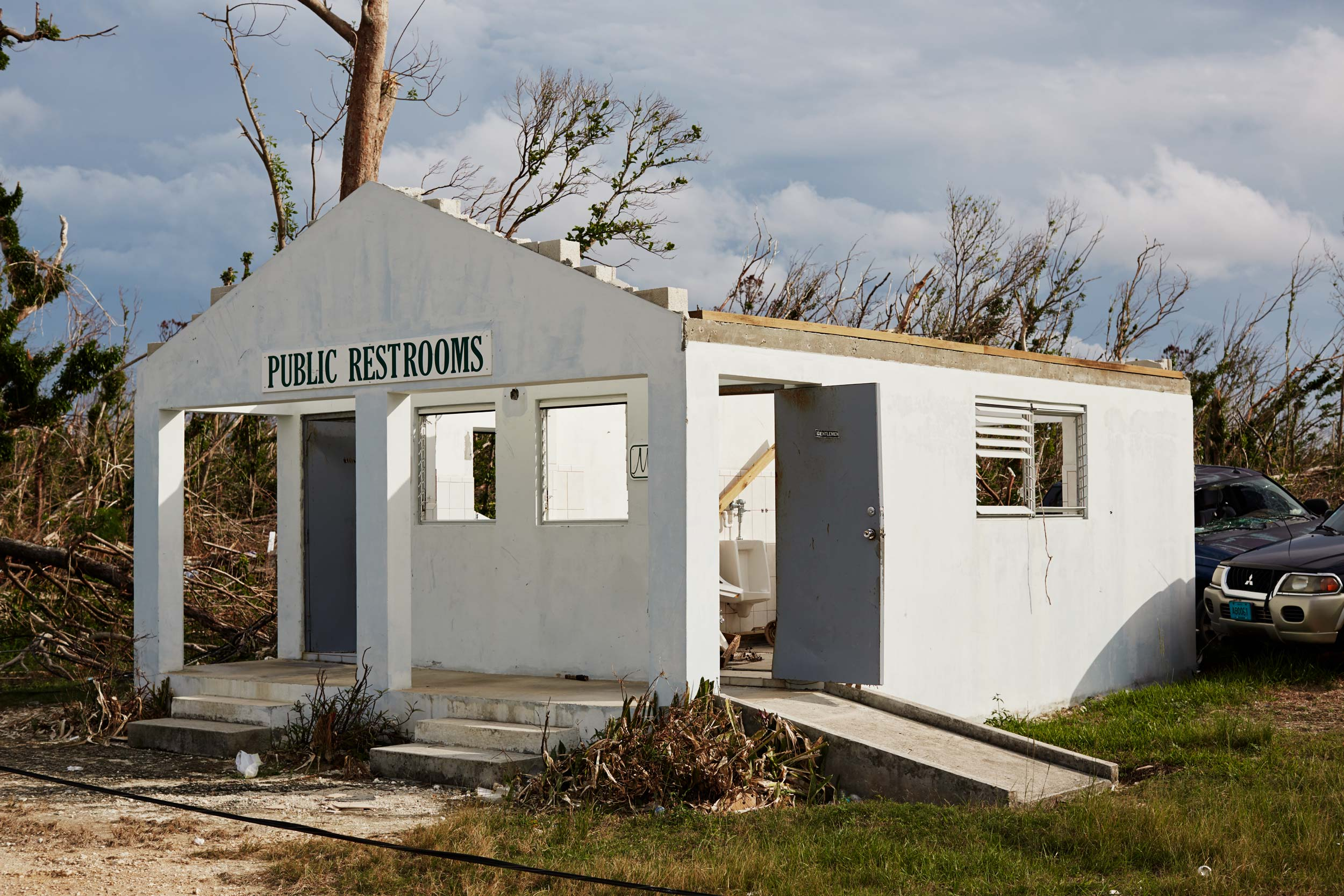 12-H911-BAHAMAS-RESTROOMS