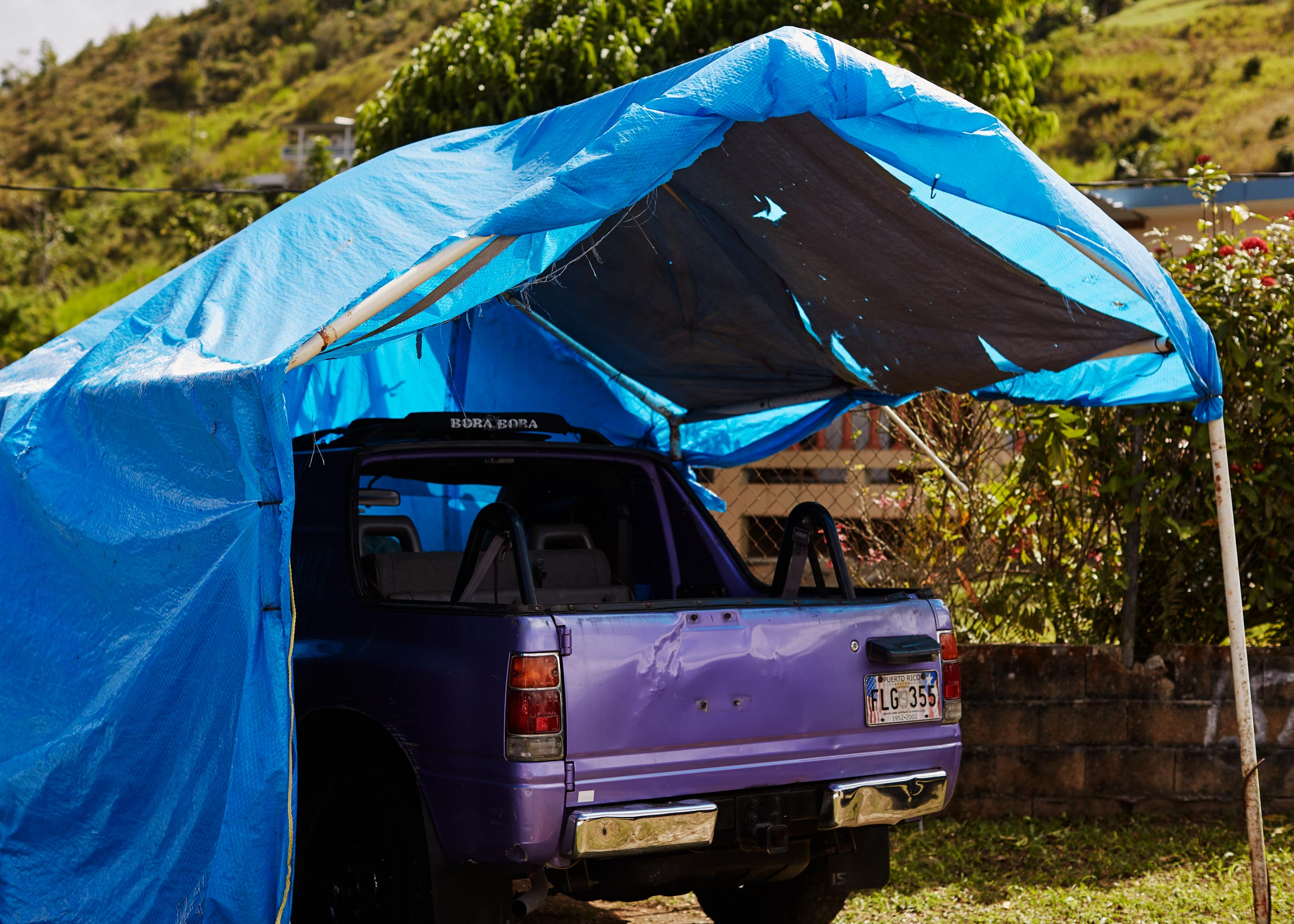 14-PEOPLE-H911-TRUCK-TARP