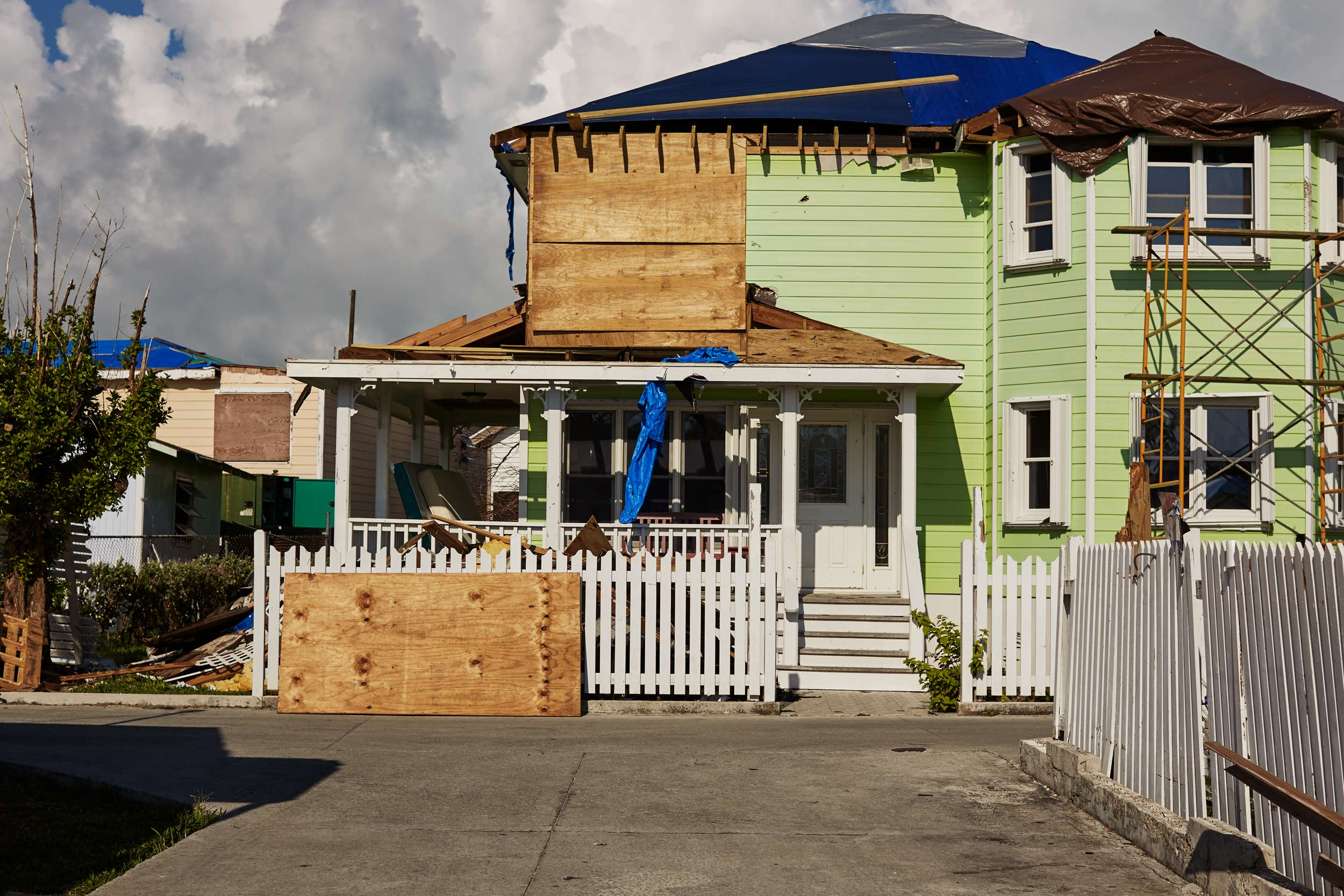 24-H911-BAHAMAS-DESTROYED-HOUSE-3