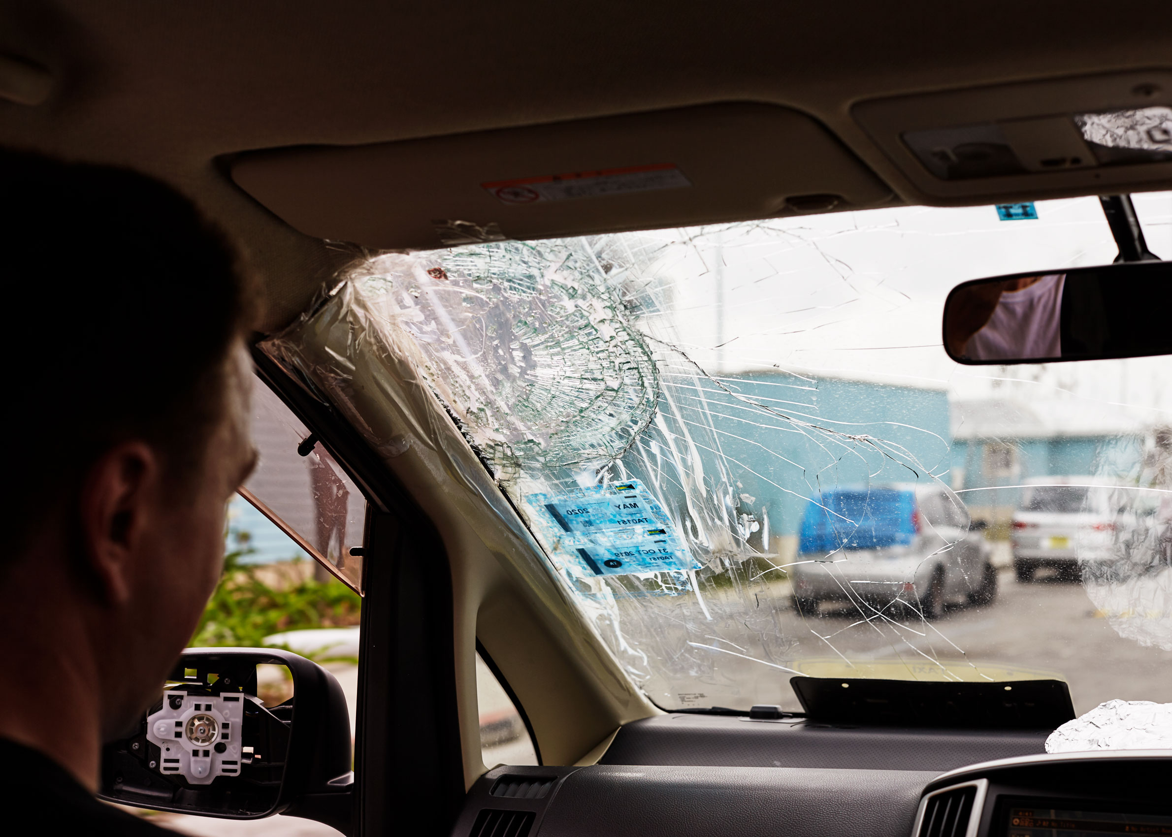 5-H911-BAHAMAS-WINDSHIELD